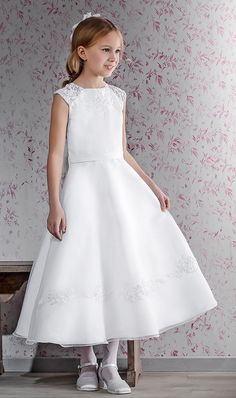 Lace has been a top seller among the communion dresses this year, and this dress combines the typical Emmerling look with a fine and cute lace decoration (70148)