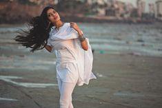 Actress Malavika Mohanan Latest Photos, Stills 2017 Teen Photography Poses, Art Photography, Fashion Photography, Estilo India, Indian Photoshoot, Stylish Girls Photos, Models, Indian Beauty Saree, Girl Poses