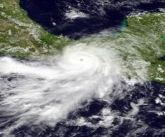 Bárbara se degrada a tormenta tropical tras dejar 2 muertos en México
