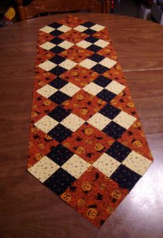 simple patchwork diamonds table runner