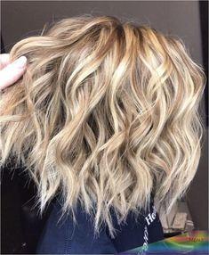 Medium curls on short hair short shoulder length hair, rock your hair, platinum blonde Up Dos For Medium Hair, Medium Hair Styles, Short Hair Styles, Curls For Medium Length Hair, Wavy Curls Short Hair, Plait Styles, Thin Hair, Pelo Midi, Medium Curls