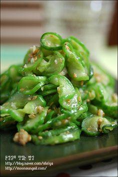 """아작아작 소리가 나야 정상 !!~~""""오이볶음""""~ Korean Side Dishes, Vegan Dishes, Food Dishes, Cookbook Recipes, Cooking Recipes, K Food, Korean Food, Japanese Dishes, Easy Cooking"""