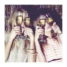 Cheers! Sábado a noite, vamos festejar?  #moda #dica #style #styling #casual #fashion #itgirl #fashionblog #instablog #cool #instamood #love #quero #desejo #winter16 #inverno16 #trend #tendencia #amo #party #weekend #sábado #cheers