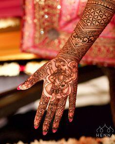 Happy Ganesh Chaturthi everyone! May every new venture be completed successfully and without obstacles.   #ganesha #ganpatti #ganesh #ganeshchaturthi #ganeshchaturthi2016 #mehndi #henna #hennapro #gorimehndiwali #bayareahenna #bayareamehndi #hennaartist #hennadesigner #mehndidesigner #naturalhenna #weddinghenna #dulhan #southasianbride #indianwedding #indianbride #indianholiday #tabla #sunflowers #seedoflife #sacredgeometry #hennalounge