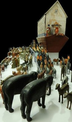 Carved wooden animals queuing up to enter the ark Wooden Animals, Wooden Toys, Antique Toys, Vintage Toys, Noahs Arc, Tin Toys, Outsider Art, Kids Playing, Folk Art
