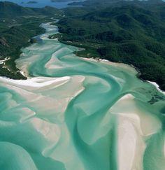 エメラルドの海と純白の砂が織り成すマーブルの入江の画像 CREA 旅行 | antenna