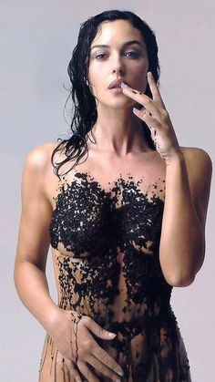 MONICA BELLUCCI ITALY...incredibly beautiful model and actress who is also the wife of french actor VINCENT CASSEL.