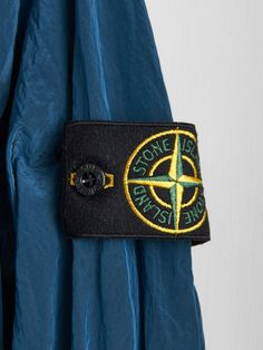 Buy The Latest Stone Island Jackets, Sweatshirts And Clothing At Online. Official Stone Island UK Stockists With Fast Delivery Worldwide. Stone Island Jumper, Stone Island Sweatshirt, Stone Island Jacket, Stone Island Clothing, Spring Collection, Men's Fashion, Footwear, Street Style, Wallpaper