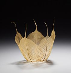 Japanese artist Kay Sekimachi has created a beautiful set of leaf bowl sculptures using skeletons of actual maple leaves. The artist added Kozo paper, wate