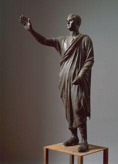 L'Arringatore, fine II - inizi I secolo a.C. Bronzo. Dall'area perugina. Firenze, Museo Archeologico Nazionale.