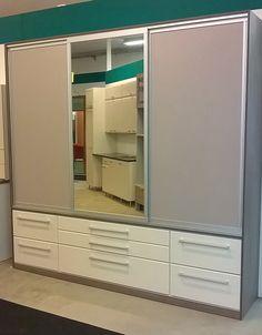 • Helmi-liukuovissa maalattu ja kirkas peili-ovet, kapealla hopeisella Helmi-kehyksellä •