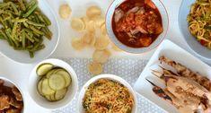 Zelf een rijsttafel maken - Uit Pauline's Keuken A Food, Food And Drink, Asian Recipes, Ethnic Recipes, Indonesian Food, Fabulous Foods, Chana Masala, Fresh Rolls, Healthy Dinner Recipes