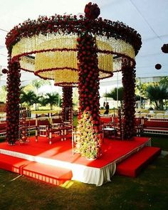 Do you need inspiration for your wedding decoration? Here we present the 40 Romantic Wedding Decoration Design. May you inspire and make wedding decorations as you wish from this article. Desi Wedding Decor, Wedding Stage Design, Wedding Hall Decorations, Indian Wedding Ceremony, Marriage Decoration, Wedding Mandap, Wedding Designs, Floral Wedding, Wedding Events