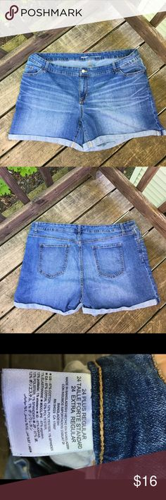 Old Navy Denim Shorts Plus Size PLUS SIZE. SIZE 24 REGULAR. Blue denim shorts from Old Navy. High waisted fit, come up mid thigh. Lightly worn, super comfortable, excellent condition. Old Navy Shorts Jean Shorts
