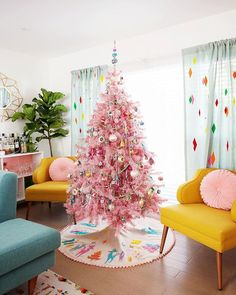 This pink Christmas trees have us ready for a pink Christmas. Find inspiration with these decorating ideas to deck out your own pink Christmas tree. Modern Christmas, White Christmas, Vintage Christmas, Bohemian Christmas, Whimsical Christmas, Christmas Bells, Country Christmas, Christmas Tree Themes, Holiday Decor