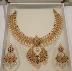 Gold Pearl Necklace Set from Mahalaxmi Jewellers Gold Pearl Necklace Desgins, Pearl Necklace Models, Pearl Necklace Collections. Indian Jewellery Design, Latest Jewellery, Indian Jewelry, Jewelry Design, Jewellery Shops, Jewellery Box, Jewelry Stores, Jewellery Earrings, Choker Necklaces