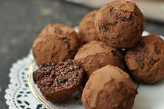 Mandulás-kókuszos golyók perces - no cukor, no liszt) Muffin, Food And Drink, Treats, Snacks, Cookies, Paleo, Chocolate, Breakfast, Cukor