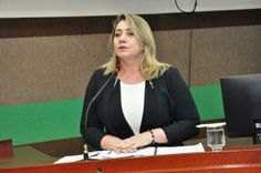 Secretária de Educação vai a Câmara e fala sobre distribuição de vagas