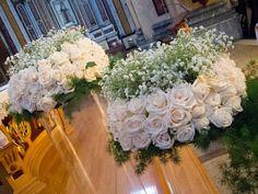 allestimento chiesa Wedding Centerpieces, Wedding Favors, Wedding Decorations, Church Flowers, Gypsophila, Indoor Wedding, Formal Wedding, Ikebana, Corsage