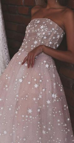 Wild Stars Ombre Midi Wedding Dress by Boom Blush. Sparkly Celestial Wedding Gown with Stars and Sequins 2020 - Wild Stars Ombre Midi Wedding Dress by Boom Blush. Best Formal Dresses, Top Wedding Dresses, Bridal Dresses, Wedding Gowns, Tulle Ball Gown, Ball Gowns, Classy Evening Gowns, Celestial Wedding, Perfect Prom Dress