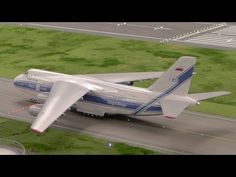 Not a model railroad but the BIGGEST airport in HO scale 1:87 of the world at Hamburg, Germany, 8 May 2013 - YouTube