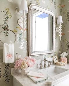 Sweetest little powder bath with swan wallpaper. Design by Clary Bosbyshell Swan Wallpaper, Bathroom Wallpaper, Bad Inspiration, Bathroom Inspiration, Best Interior Design, Bathroom Interior Design, Bathroom Designs, Design Interiors, Interior Exterior