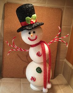 My crooked snowman! Christmas Door Decorating Contest, Christmas Garden Decorations, Christmas Centerpieces, Christmas Art, Christmas Projects, Christmas Holidays, Christmas Ornaments, Snowman Crafts, Holiday Crafts