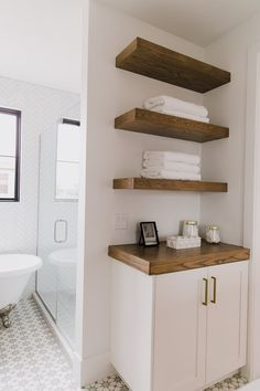 Styling Tip: Plush Towels from Brooklinen for a Spa-Like BathroomBECKI OWENS
