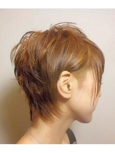 襟足やサイドを刈り上げたショートボブヘアスタイルをご紹介。 クールなかっこ良い印象になったり、個性的な髪型を探している人にオススメですよ。 Pixie Hairstyles, Pixie Haircut, Feather Cut, Sparkling Eyes, Mullets, Short Cuts, Short Hair Styles, Hair Cuts, Party Dress