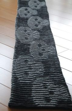 Free knitting pattern for Skull Illusion Scarf