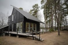 'Villa Samurai' - a weekend house in the woods. The name of the house refers to the desired atmosphere and dynamism. Architectural Pattern, Interior Design Shows, Fibreglass Roof, Roof Architecture, Contemporary Architecture, Weekend House, Construction Process, House Extensions, Scandinavian Home