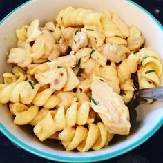 My Big Fat Diary!: Creamy garlic and herb pasta with chicken, mushrooms and chives! Slimming World Dinners, Slimming World Recipes Syn Free, Slimming Eats, Garlic Chicken Pasta, Pasta Recipes, Cooking Recipes, Chicken Recipes, Steak And Ale, Burnt Food
