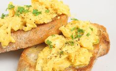 Breakfast: Scrambled Eggs with Cheese, Chives & Bacon (260 calories/serving) serve with toast