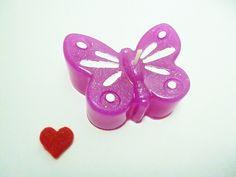 große Schmetterlings -  Kerze mit Schmuckstein    Tolles Geschenk     oder    einfach zum selbst behalten     Besonders dekorative Paraffin Kerze  ...