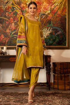 Simple Mehndi Dresses, Simple Pakistani Dresses, Pakistani Dress Design, Pakistani Mehndi Dress, Pakistani Kurta, Pakistani Fashion Party Wear, Pakistani Wedding Outfits, Dress Indian Style, Indian Dresses