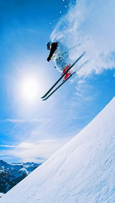 Top Listed Ski resorts in the USA that you should visit on your skiing holiday. Use TripHobo to plan your trip.