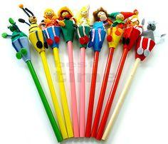 Kolorowe ołówki z laleczką | Długopisy