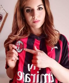 Football Girls, Nike Football, Soccer Fans, Ac Milan, Milani, Fc Barcelona, Hollywood Actresses, Fifa, Beautiful Pictures