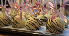 En blogg om bakverk i alla formar; bullar, bröd, kakor, kalljäsa, cupcakes, tårta, godis, glass. Inspiration till att börja baka. Cake Pops Recept, Oreo Cake Pops, Fika, Macarons, Cupcakes, Sweets, Desserts, Blogg, Cookies
