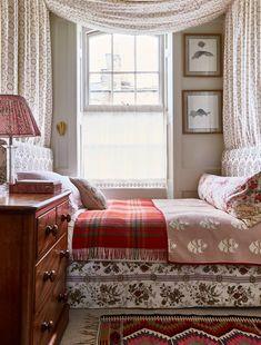 Home Decor For Small Spaces .Home Decor For Small Spaces Small Room Bedroom, Spare Room, Small Rooms, Home Bedroom, Small Spaces, Bedroom Decor, Bedroom Ideas, Garden Bedroom, Master Bedroom