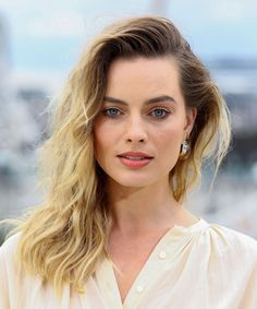 Margot Robbie Photos - Margot Robbie attends the Once Upon A Time…In Hollywood Photocall in London at The Corinthia Hotel on July 2019 in London, England. - 'Once Upon A Time In Hollywood' London Photocall Margot Robbie Photos, Margot Robbie Style, Margot Elise Robbie, Margo Robbie, Margot Robbie Harley Quinn, Actriz Margot Robbie, Famous Women, Woman Crush, Hollywood Actresses