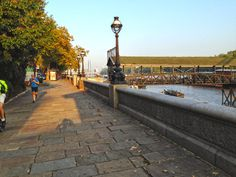 A run through London's Chelsea should definitely include the Chelsea Embankment along the Thames. Happy running!