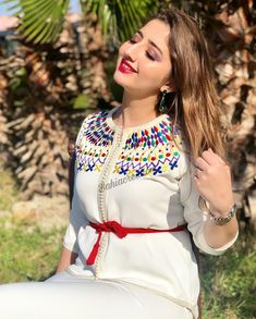 Short femme brodé blanc rouge Tassel Trim Blouse Caftan Robe