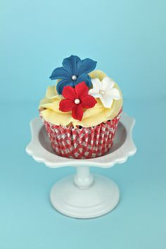 Royal Wedding Cupcakes - also great for the 4th of July!