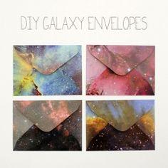sobres de galaxia DIY y montones de ideas mas en http://craftgawker.com