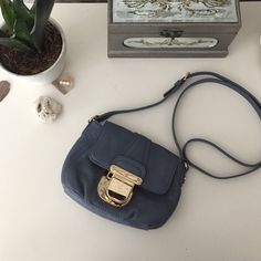 Michael kors cross body Never been used mint condition... Ask how to get free shipping . Authentic Michael Kors Bags Crossbody Bags