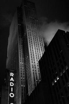 Noir by Carrie Morgan www.carriemorganmedia.com #newyorkcity #blackandwhite