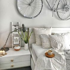 The decoration of small apartments is possible thanks to a good distribution and an optimal use of space,Small Apartment ideas Small Apartment Design, Small Apartment Decorating, Small Apartments, Apartment Ideas, Small Spaces, Room Color Design, Flat Ideas, Room Colors, Light Colors