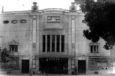 Teatro Cine Chueca. Inaugurado en 1926 como Teatro del Cisne por estar en la plaza de Chamberí, al inicio del entonces paseo del Cisne, ahora de Eduardo Dato
