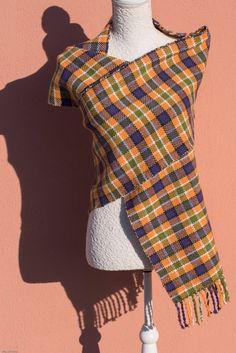 Guarda questo articolo nel mio negozio Etsy https://www.etsy.com/it/listing/472563344/sciarpa-di-lana-tartan-tessuta-a-mano #handmade #tartan #handwoven